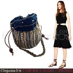Descubre nuestra maravillosa selección de #bolsos de #fiesta con #bandolera ★ 19,95 € en https://www.conjuntados.com/es/bolsos/bolsos-bandolera/bolso-bombonera-negro-y-dorado.html ★ #novedades #bolso #handbag #purse #crossbodybag #conjuntados #conjuntada #accesorios #lowcost #complementos #moda #fashion #fashionadicct #picoftheday #outfit #estilo #style #GustosParaTodas #ParaTodosLosGustos