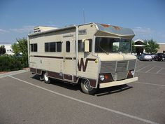 Winnebago Brave - closest to our own wini Retro Campers, Vintage Campers, Rv Campers, Vintage Trailers, Motorhome Fun, Best Motorhomes, Vintage Rv, Motor Homes, Car And Driver