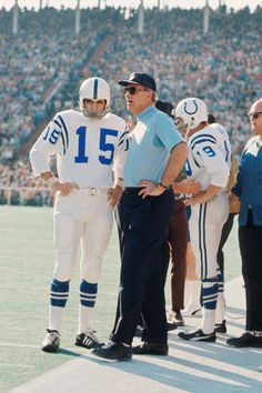 Super Bowl V: Baltimore 16 Dallas 13 Earl Morrall & Colts head coach Don McCafferty with John Unitas in the background. Baltimore Colts, Indianapolis Colts, Americana Retro, Johnny Unitas, School Football, Football Stuff, Nfl Football Players, Nfl History, Football Conference