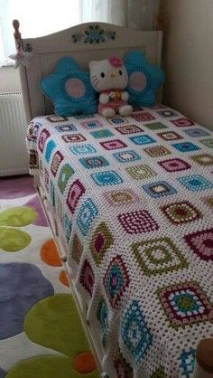 This Pin was discovered by Zek Christmas Crochet Blanket, Easy Crochet Blanket, Crochet Bedspread, Crochet Granny, Knitted Blankets, Crochet Square Patterns, Crochet Blanket Patterns, Crochet Stitches, Crochet Table Mat