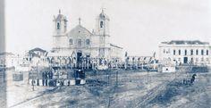 Porto Alegre - Praça da Matriz, 1º Capela do Divino, Igreja Matriz, Palácio do Governo na década de 1880.