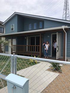 平屋スタイル K様邸、クルール撮影♪ | 群馬県伊勢崎市 長建産業 House Roof, My House, Bess, Gable Roof, Exterior Paint Colors, California Style, Entrance, New Homes, Home And Garden