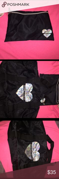 🔥Victoria's Secret 2014 London show duffel🔥 Victoria's Secret duffel bag in a bag from 2014 fashion show London , nwt, bought and just don't need, never used, still has tags no flaws on duffel but the small bag has some scratching on heart see pic 4🚬🐱🏡 Victoria's Secret Bags Cosmetic Bags & Cases