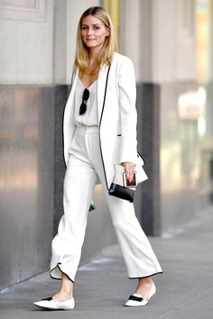 White suiting on Olivia Palermo street style - Office Outfits Office Looks, Look Office, Olivia Palermo Street Style, Olivia Palermo Outfit, All White Outfit, White Outfits, Office Fashion, Work Fashion, Net Fashion