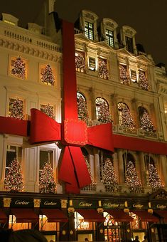 Christmas in London - festive decoration at the Cartier store