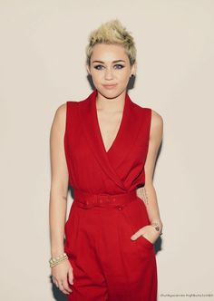 miley cyrus... beyond obsessed with her hair!
