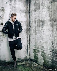 Distorted People Streetstyle : Crew Jacket in black/leather, Long Zipper Hoodie ''Hive'' in light grey melange, Drop Crotch Jogging Pant ''Jaron'' in black, Chelsea Boots ''Sanders'' in beige