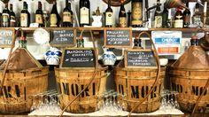 """Una selezione dei bacari meno """"turistici"""", dove poter bere bene certi della qualità dei prodotti, di una gestione veneziana doc e da un'estetica molto curata che non può mai prescindere"""