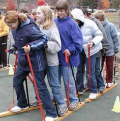 Φυσική Αγωγή – Sanski (σαν να είναι σκι)  21/11/2012 — sofilab    Ξεκινώντας η σχολική χρονιά,  έγινε συζήτηση για τη δημιουργία υλικών – εργαλείων  για το μάθημα της Φυσικής Αγωγής.    Μερικά εργαλεία τα οποία βοηθούν πολύ στην ανάπτυξη της «συνοχής της ομάδας» και συμβάλλουν στη συνεργασία των παιδιών, ανεξάρτητα από το επίπεδο των ατομικών χαρακτηριστικών και δεξιοτήτων τους (π.χ. αντοχή, δύναμη, κλπ). Επίσης μέσω τέτοιων παιχνιδιών «αποδυναμώνονται» τα έντονα  στοιχεία του χαρακτήρα ενός