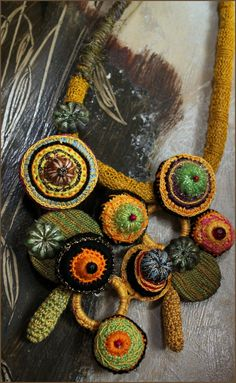 """ Barroco "" collier textile et céramique"