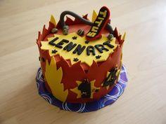 Anleitung für ein Skateboard Topper aus Fondant - Motivtorte - Kuchen backen + dekorieren - YouTube Skateboard Cake, Fondant, Birthday Cake, Cupcakes, Desserts, Youtube, Food, Cake Ideas, Nail Polish