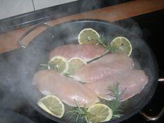 Hühnerbrust mit Zitrone und Rosamarin - noch roh