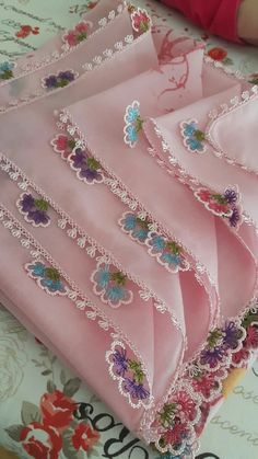 Flower Embroidery Designs, Designs For Dresses, Bargello, Diy Home Crafts, Baby Knitting Patterns, Fabric Art, Weaving, Model, Craft