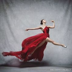 """""""Mi piace"""": 3,679, commenti: 32 - Leanne Marshall (@leannemarshallofficial) su Instagram: """"Beautiful photo by @nycdanceproject of NYCB Ballerina @indiana_woodward in our red #dress from…"""" #ballerina #dance #danza #donnevincentilove"""
