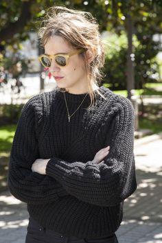 Street style en primavera en Galicia: jersey de Isabel Marant, cadenita de Vanrykel y gafas de sol de Epos