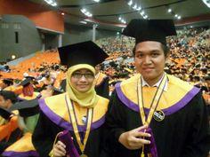 Happy graduation for us! Alhamdulillah kali ini udh bisa buat orangtua bangga :'D