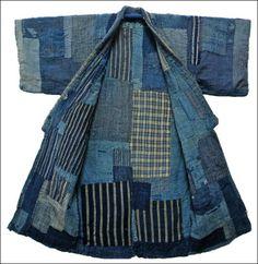 """TRADUCTION """"petites coutures"""" mais aussi édredon, matelassage, manteau matelassé, vêtement doublé entièrement matelassé, etc.. HISTOIRE Technique millénaire japonaise qui consiste à broder un motif blanc sur des tissus indigo. Autrefois utilisé soit pour..."""