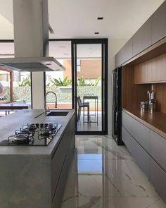 Cozinha planejada: 43 ideias e modelos - Casalisty Luxury Kitchen Design, Kitchen Room Design, Contemporary Kitchen Design, Home Room Design, Kitchen Cabinet Design, Interior Design Kitchen, Interior Decorating, French Kitchen Decor, Home Decor Kitchen