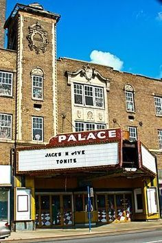 Abandoned Palace Theater in Gary, IN Abandoned Mansions, Abandoned Buildings, Abandoned Places, Abandoned Train Station, Gary Indiana, Most Haunted Places, Go To Movies, Interesting Buildings, Urban Exploration