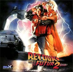 """Retour vers le futur 2 est un film américain de science-fiction sorti en 1989 et réalisé par Robert Zemeckis, sur un scénario coécrit avec Bob Gale.  Lors de son premier voyage en 1985, Marty a commis quelques erreurs. L'avenir qu'il s'était tracé n'est pas si rose, et son rejeton est tombé sous la coupe du voyou Griff Tannen, qui veut régner sur la ville. En compagnie de son ami Emmett """"Doc"""" Brown et de sa fiancée Jennifer, Marty va devoir entreprendre un voyage vers le futur"""