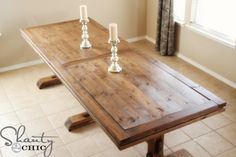 Add the warm rustic feeling to your house with the farmhouse style table. Here's a collection of 40 free DIY farmhouse table plans and ideas. Farmhouse Table With Bench, Diy Dining Table, Rustic Table, Rustic Decor, Table Bench, Trestle Table, Kitchen Tables, Kitchen Redo, Rustic Wood
