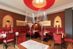 Unser Restaurant bietet allen Hausgästen eine Auswahl regionaler Gerichte mit den dazu passenden Rheingauer Weinen. Restaurant, Wine Glass, Tableware, Crying, House, Dinnerware, Diner Restaurant, Dishes, Restaurants