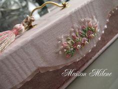 ピンクのお裁縫箱の画像:Maison Milene~Singapore
