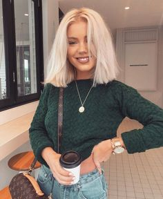blonde balayage long bob to update looks you hair this summer - page 44 Brown Blonde Hair, Short Blonde, Short Platinum Blonde Hair, Bleach Blonde Hair, Blonde Hair Long Bob, Curl Short Hair, Medium Length Hair Blonde, Medium Length Haircuts, Short Hair Side Part