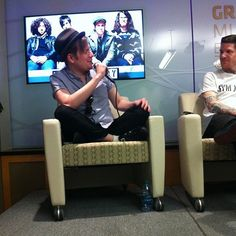 PATRICK IS SO CUTE WHEN HE SITS LIKE THAT I CAN'T HANDLE IT