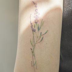 라벤더🌿 . 보라색 초록색 계열로 총 12가지 색이 들어갔어요. . #tattoo#tattooist#tattooistsol#솔타투#colortattoo#flowertattoo#flower#lavendertattoo#꽃타투#soltattoo