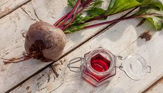Domáci lesk na pery z červenej repy Peeling, Alcoholic Drinks, Cosmetics, Wine, Glass, Food, Nature, Hair, Naturaleza