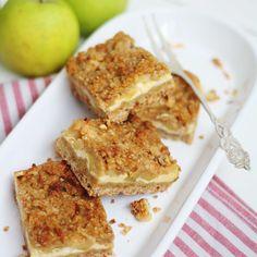 Omena-juustokakkupalat ovat herkku vailla vertaa! Murea pohja ja rapsakka murupinta kätkevät väliinsä pehmeän ja ihanan mehevän juustokakku-omenatäytteen. Good Bakery, Sweet Bakery, Sweet Little Things, Sweet Stuff, Salty Foods, Sweet Pie, Joko, Sweet And Salty, Baking Recipes