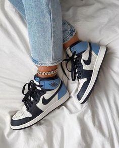 Dr Shoes, Cute Nike Shoes, Swag Shoes, Cute Nikes, Nike Air Shoes, Hype Shoes, Nike Socks, Nike Slippers, Nike Sweatpants