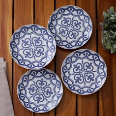 It's officially the season to #entertainwithbirchlane! Score these patterned plates along with dozens more by shopping the link in our profile. #tablescape #birchlane #outdoorentertaining
