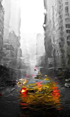NYC under the rain, // Yellow by Roberto Agnello. One of the most fabulous NY-pics i have ever seen! Rain Photography, Abstract Photography, Amazing Photography, Street Photography, Beauty Photography, I Love Rain, Under The Rain, Singing In The Rain, Rainy Days