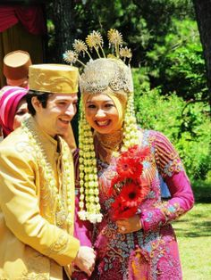 traditional Sundanese muslim Wedding, German groom-and Indonesian' bride.