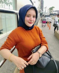 Raiza Irf's media content and analytics Arab Girls Hijab, Muslim Girls, Beautiful Muslim Women, Beautiful Hijab, Hijabi Girl, Girl Hijab, Moda Hijab, Muslim Beauty, Hijab Fashionista