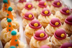 mini cupcakes eram de baunilha com ganache de chocolate branco