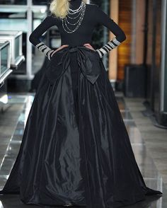 #ReemAcra #2018 #ريم_عكرا 2018 _____________________ . . . #FallWinter #FW  #AW #AW17 #fw17  #FashionWeek #Paris #2017 #RTW  #fashion #fashionweek  #instafashion #Couture  #lebanon  #lebanesedesigner  #parisfashionweek #the_world_of_fashion2 #lebanesedesigners #the_world_of_couture2 #AFW #bridaldress #weddingdress http://gelinshop.com/ipost/1524953489523816518/?code=BUpuR6CDzhG