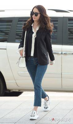 [ポート]少女時代のユナは'シックすることにぽつりぽつりと..視線強奪空港ファッション'