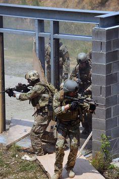 #military #operators #navyseals #frogmen