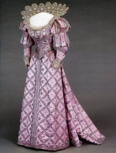 Dress worn by Queen Maude of Norway to the Duchess of Devonshire's historical costumer ball in 1897
