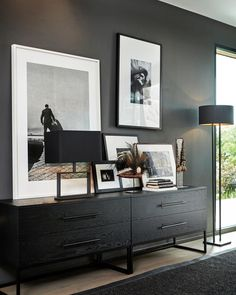 Living Room Sofa, Living Room Decor, Living Spaces, Bedroom Decor, Masculine Interior, Masculine Home Decor, Console Table Styling, Black Rooms, Interior Minimalista