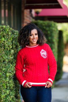Looking for a classic? You will love this vintage cable knit sweater. This heavy weight sweater is finished with a rib-knit neckline, cuffs and hem. Delta Sigma Theta Apparel, Vogue Knitting, Free Knitting, Delta Girl, Knitting Tutorials, Knitting Patterns, Crochet Patterns, Sorority Sisters, Sorority And Fraternity