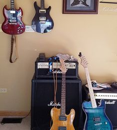 Now look at that awesome guitar collection from Mr. Kowalewski! Two rare Kononykheens look like sisters here! Thank you Garry Kowalewski for awesome photo!