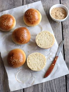 Homemade Burger Buns... I want to try making these for a chicken satay, chicken tandori or beef hoisin burger :)