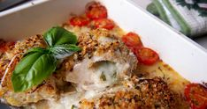Pieczone piersi kurczaka nadziewane mozzarellą i bazylią