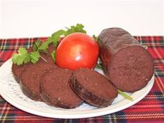 Black pudding is the icon of Irish Cuisine and main ingredient of many of its dishes. From breakfast to dinner, Irish black pudding is present delighting the most demanding palates. Traditional Scottish Food, Black Pudding, St Patricks Day Food, Irish Traditions, Irish Recipes, Beef, Homemade, Dishes, Breakfast
