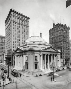 """Philadelphia circa 1910. """"Girard Trust Bldg., Broad and Chestnut streets."""" Flanked by the Morris and West End Trust towers."""