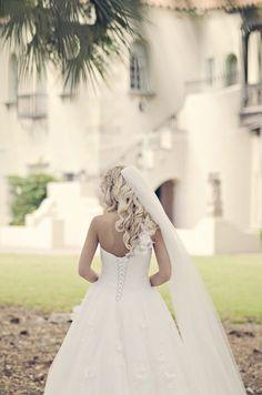 Wedding Photography: Posing Couples